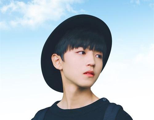 王俊凯拍《长城》紧张到忘词 亚洲男神青葱少年勇往直前