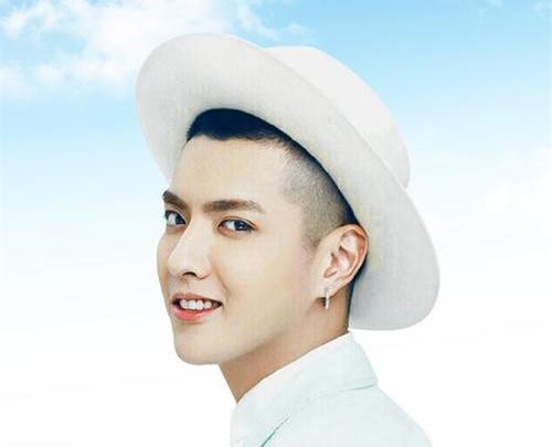 吴亦凡撞衫呆萌表情太可爱 亚洲男神最帅光头来了