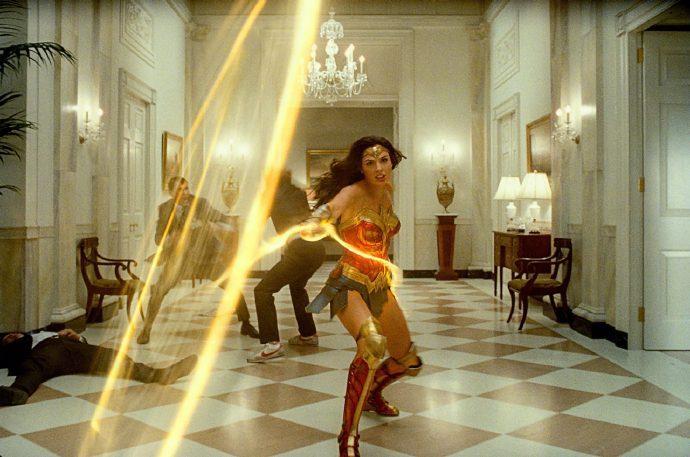 《神奇女侠2》发布多张无水印剧照,复古风浓郁,一起穿越回到1984