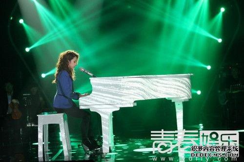 邓紫棋钢琴搬上台 韦唯爆冷遭淘汰