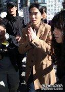 萧敬腾为泼粪案出庭 日籍女粉丝排除涉案