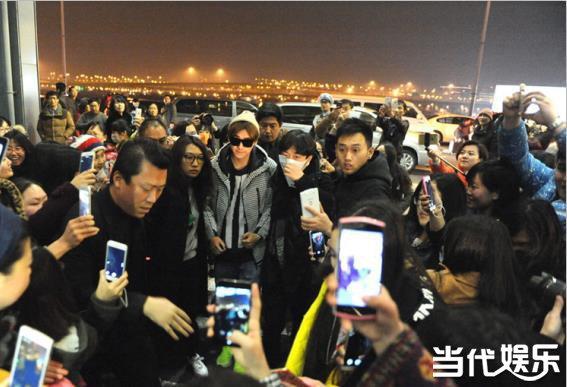 牵手》预 刘诗诗伴娘是姐姐刘心悠竟然没邀     3月1日,上海李易峰图片