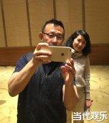 53岁姜文玩自拍孩子气十足  自然流露被网友称赞