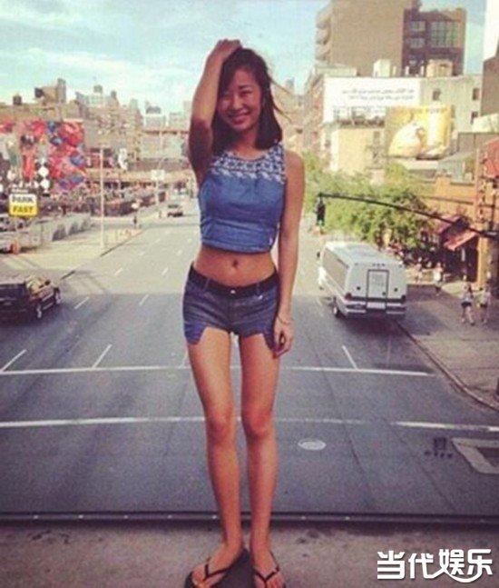 刘欢24岁女儿近照曝光 漂亮性感遗传母亲