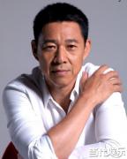 张丰毅出席《岁月如今》发布会 回应与儿子不和传闻