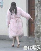 迪丽热巴上海街头贵妇装拍戏光脚狂跑被赞 出演中国版继承者们女二呼声最高