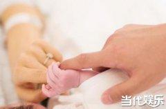 """陈思诚佟丽娅升级当妈妈爸爸 宝宝乳名为""""朵朵""""小手照曝光让人直呼好幸福"""