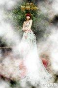 亚洲女神IU人美歌甜少女气息足 时尚大片花美男环绕魅惑动人