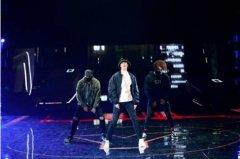 杨洋现身湖南卫视跨年演唱会热舞彩排引尖叫
