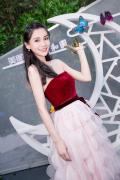 美图T9发布会在颐和园举行 潘粤明登台讲述自拍趣事