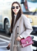 韩国女艺人李多喜飞往巴塞罗那拍杂志写真