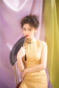 《追龙2》女主邱意浓 复古写真来袭修身旗袍气质稳赢